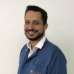 Dr. William Simões
